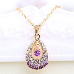 Collier forme goutte, strass violet
